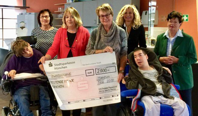 Spendenübergabe Kathalischer Deutscher Frauenbund an Helfende Hände